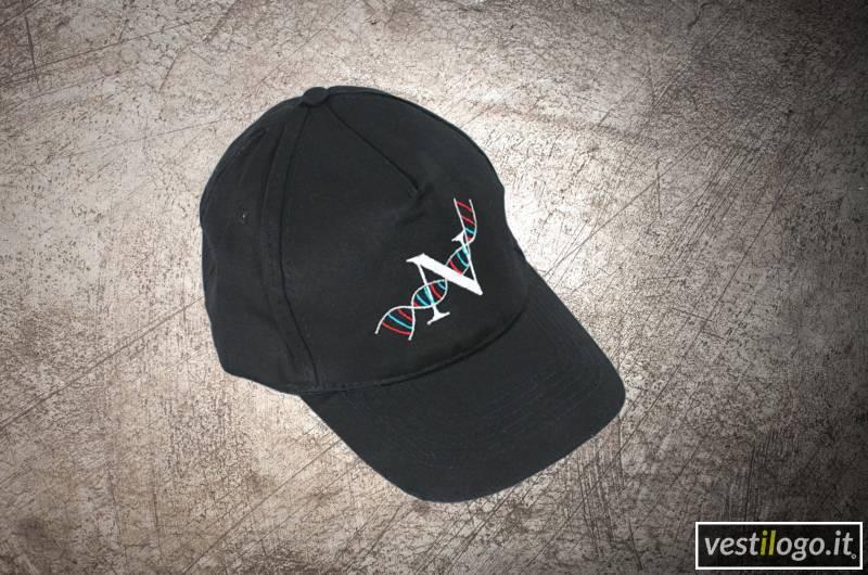 Cappellino con visiera ricamato - Vestilogo a96de94fdcc1